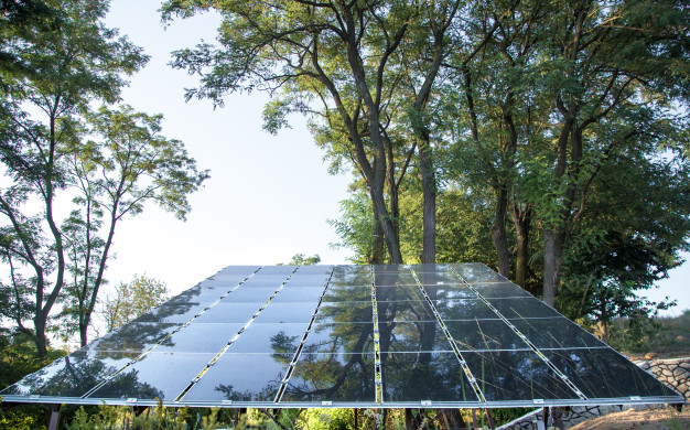 energia-fotovoltaica-estacion-energia-solar-energia-natural_169016-1760