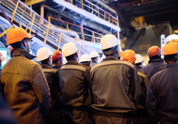 huelga-trabajadores-industria-pesada_109285-2259